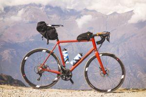 Vélo Zino Cicli sur mesure avec sacoches de bikepacking